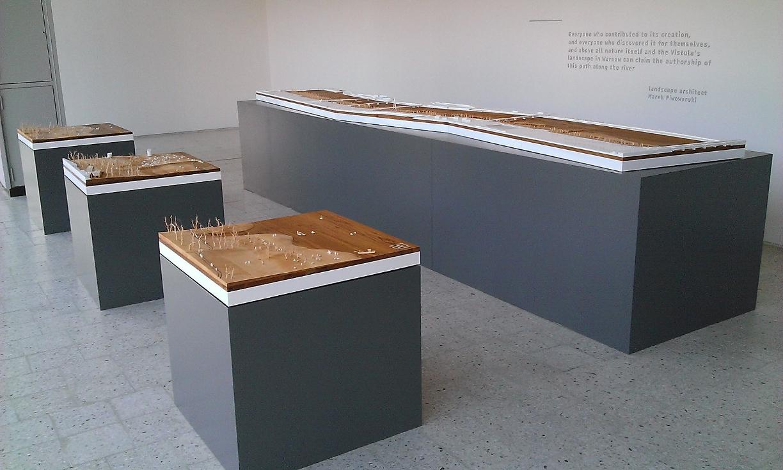 makieta ścieżki nad Wisłą w Warszawie na wystawie w Muzeum Sztuki Nowoczesnej